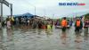 Banjir Masih Menggenang, Jenazah Diantar Perahu Karet ke Pemakaman