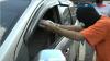 2 Pelaku Pencurian Modus Pecah Kaca Mobil Diringkus Polisi