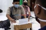 Terapkan Social Distancing, Warga Bayarkan Zakat di Mushala Serdang