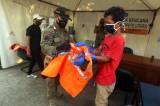 Pelanggar PSBB di Pasar Cipete Disanksi Menyapu Jalan