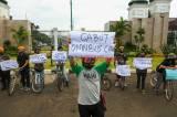 Aktivis Lingkungan Demo Tolak RUU Omnibus Law Cipta Lapangan Kerja di Depan Gedung MPR/DPR