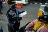 Petugas Gabungan Periksa Suket Bebas Covid-19 Bagi Pengendara di Makassar