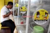 Pasang Sekat Plastik, Warteg di Cilandak Berlakukan Protokol Kesehatan Secara Ketat