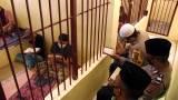 Dari Balik Jeruji, Polisi Ini Ajarkan Tahanan Mengaji dan Sumbangkan Gaji untuk Bantu Warga
