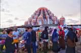 Pedagang Takjil Kian Ramai di Masjid 99 Kubah Makassar
