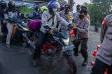 Pemeriksaan Pemudik di Perbatasan Karawang-Bekasi