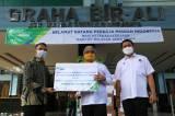 BPJamsostek Serahkan Bantuan Untuk Pekerja Migran Indonesia
