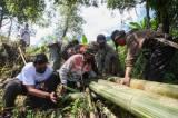 Relawan MNC Peduli Gotong Royong dengan Warga Perbaiki Jembatan dan Bantu Panen Kopi di Cisadon Bogor