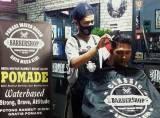 Kisah Indra Pranajaya : Bos Muda Asal Garut Dirikan Puluhan Barbershop untuk Bantu Warga Terdampak Pandemi