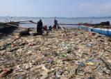 Penampakan Lautan Sampah di Pantai Lampung