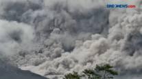 Video Gunung Semeru Erupsi, Luncurkan Awan Panas 4,5 Km