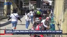 Emak-emak Hentikan Pengguna Jalan untuk Cuci Tangan dan Pakai Masker