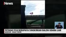 Aksi Petugas Bertaruh Nyawa Evakuasi Balon Udara Tersangkut di Kabel Listrik