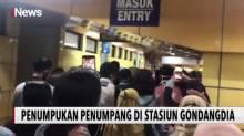 Penumpukan Penumpang Saat Jam Pulang Kerja di Stasiun Gondangdia