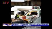 Viral! Anggota Satlantas Gelantungan di Kaca Angkot di Pematangsiantar