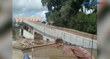 Sebuah Ruko di Kalimantan Barat Hanyut Terbawa Arus Sungai