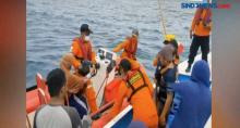 Proses Evakuasi Penumpang Kapal Karam di Perairan Pangkep