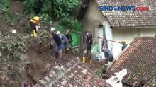 Petugas Gabungan Masih Lakukan PencarianKorban Longsor di Cihideung