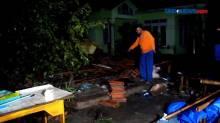Angin Puting Beliung Terjang Puluhan Rumah di Cirebon