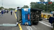 Bawa 9 Pasien Covid-19, Bus Pemkot Bogor Terguling di Tol Jagorawi