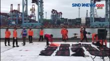 Kapal Milik BasarnasBawa 37 Kantong Jenazah dan Serpihan Pesawat