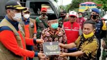 Tinjau Lokasi Gempa, Kepala BNPB Serahkan Bantuan Rp4 Miliar kepada Pemprov Sulbar