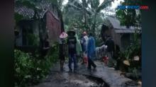 Angin Puting Beliung Terjang Permukiman Warga di Tasikmalaya