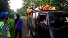 Puluhan Ibu di Mobil Bak Terbuka, Dihentikan Paksa Satgas Covid-19