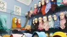 Ular Sanca Sepanjang 4 Meter Masuk Toko Hijab