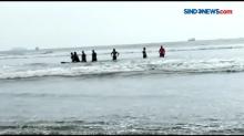 Pantai Malin Kundang Mengamuk, Empat Wisatawan Hanyut