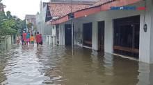 Banjir Pekalongan Makin Parah, Ribuan Warga Mengungsi
