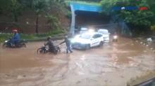 Hujan Deras, U-Turn Jalan Ahmad Yani Bekasi Tergenang Air