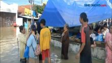 Banjir Karawang Mulai Surut, Warga Masih Bertahan di Pengungsian