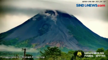 Terekam CCTV, Guguran Awan Panas Gunung Merapi Turuni Puncak