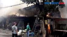 Kebakaran Gudang Ban, 5 Tempat Usaha Hangus Terbakar