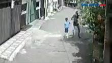 Perampasan Ponsel Anak Terekam CCTV