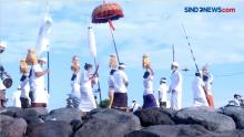 Umat Hindu di Bali Lakukan Melasti dengan Prokes Ketat