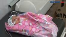 Bayi Ditemukan di Pinggir Jalan, Diduga Sengaja Dibuang