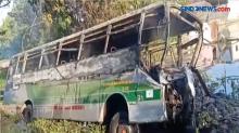 Bus Jurusan Semarang-Surabaya Masuk Parit dan Terbakar