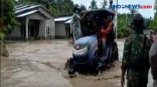 Evakuasi Korban Banjir NTT Gunakan Peralatan Seadanya