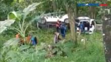 Rem Blong, Dua Mobil Masuk Jurang Sedalam 50 Meter
