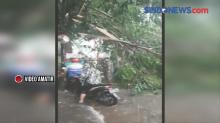 Hujan Deras Disertai Butiran Es di Bekasi
