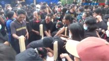 Tangis Keluarga Iringi Pemakaman Korban Penembakan KKB Papua