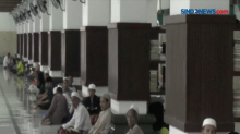 Iktikaf di Masjid Agung Sunan Ampel Saat Pandemi Covid-19