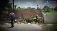 Tutup Akses Jalan, Tembok Setinggi 2 Meter Dirobohkan di Pekanbaru