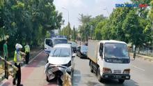 Minibus Tabrak Separator Busway di Pulogadung