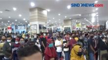 Kerumunan Massa Padati Mall di Jember, Jatim