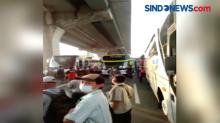 Hari Pertama Pelarangan Mudik, Puluhan Buruh Protes Penyekatan Kendaraan