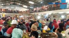H-1 Idul Fitri, Pasar Tradisional Ramai, Daya Beli Turun