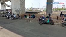 Gagal ke Ancol, Keluarga Asal Pademangan Ini Memilih Wisata di Pinggir Jalan